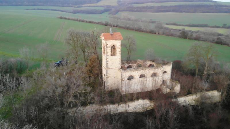 Zřícenina kostela Prachová 9km od Levína