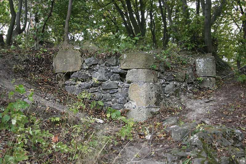 Polygonální závěr zbytku zdiva původního hradu