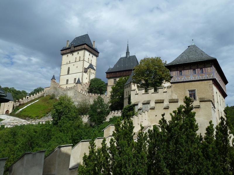 Nejvýznamějším českým hradem je hrad Karlštejn