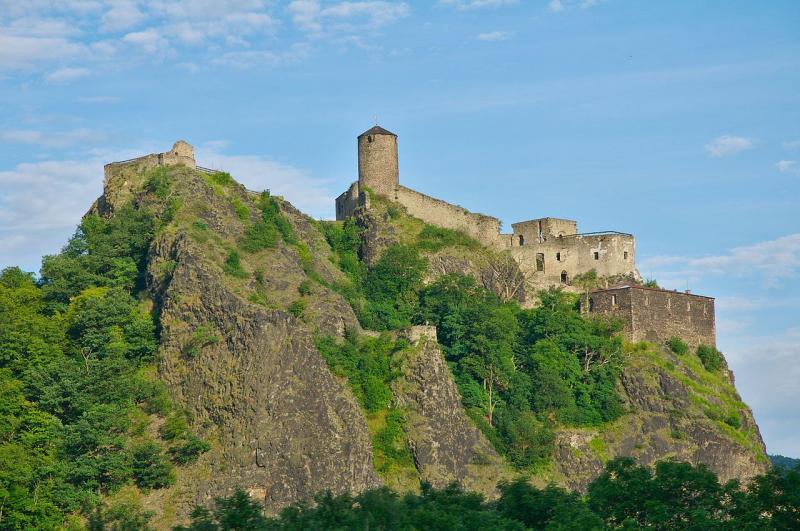 Zřícenina hradu Střekov patří k nejnavštěvovanějším v celé ČR