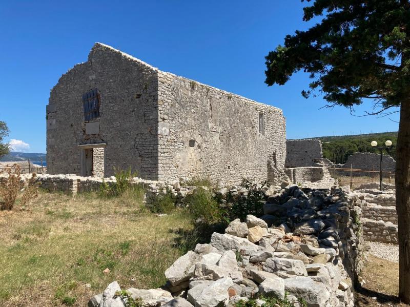 Osor, zříceniny kláštera a kostela