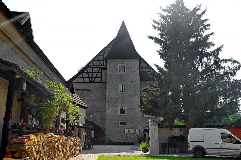 Rekostrukce hradu proběhla v roce 1999 až 2001