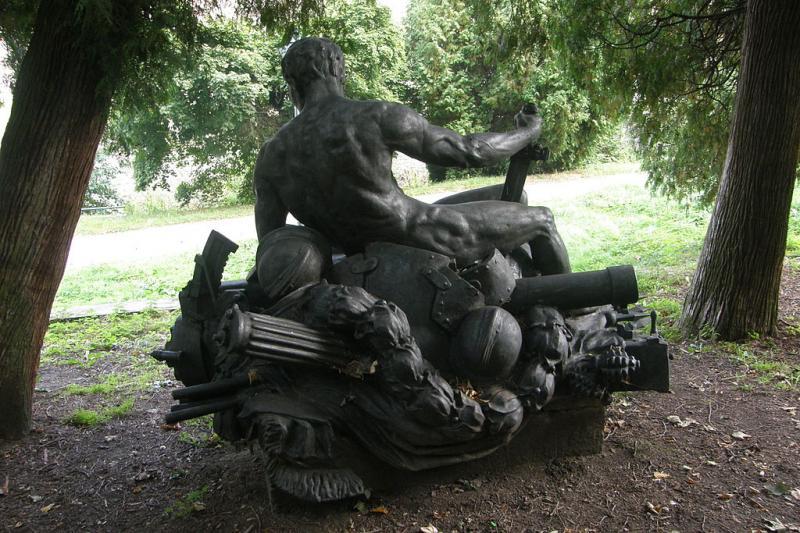 Pohled na sochu zezadu