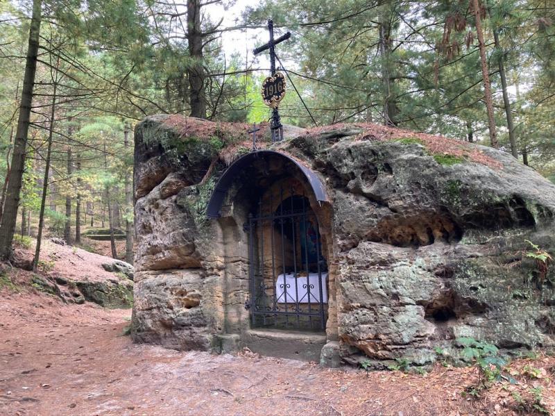 Skalní kaple po cestě