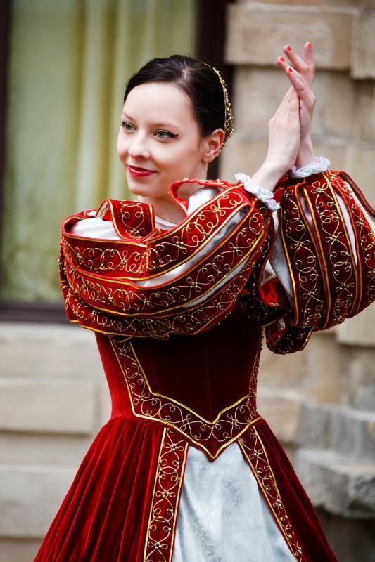 Středověký oděv, středověký tanec