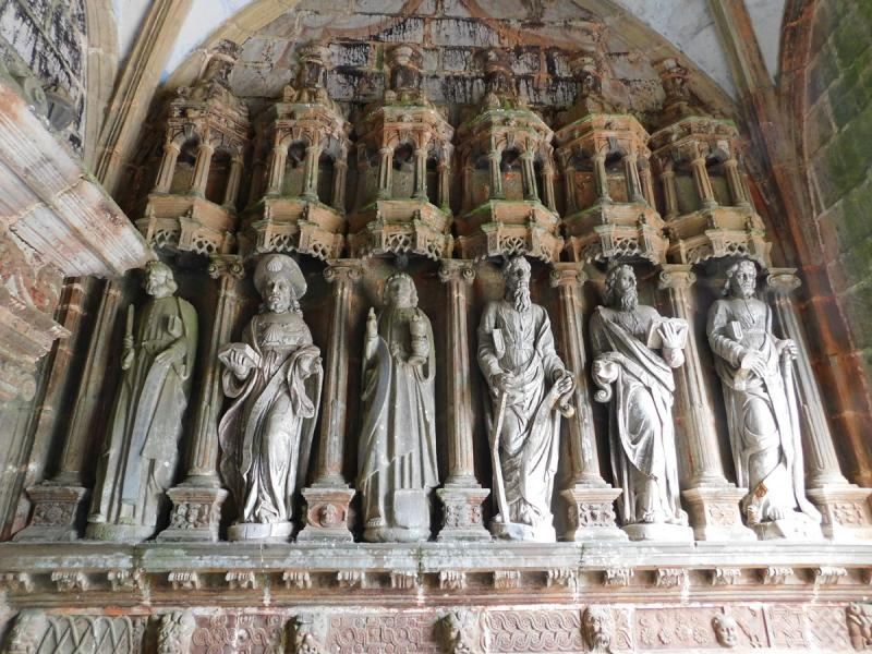 Guimiliau - sochy apoštolů