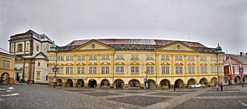 Jičínský zámek na Valdštejnově náměstí
