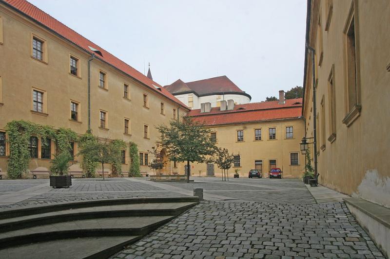 Zadní nádvoří zámku v Jičíně